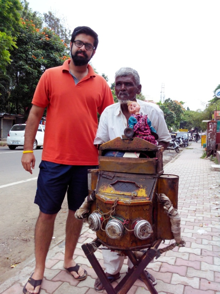Kaustubh clicks Shahnawaaj, Me, Cinemascope machine and Gudiya - see that doll!